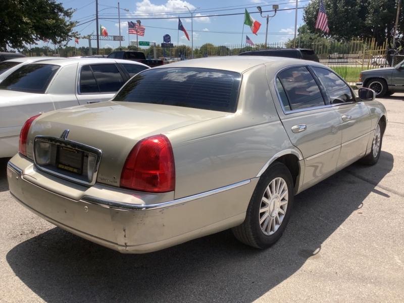LINCOLN TOWN CAR 2004 price $500 Down