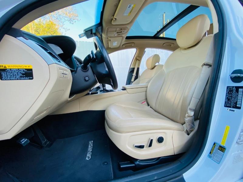 Hyundai Genesis 2015 price $16,995