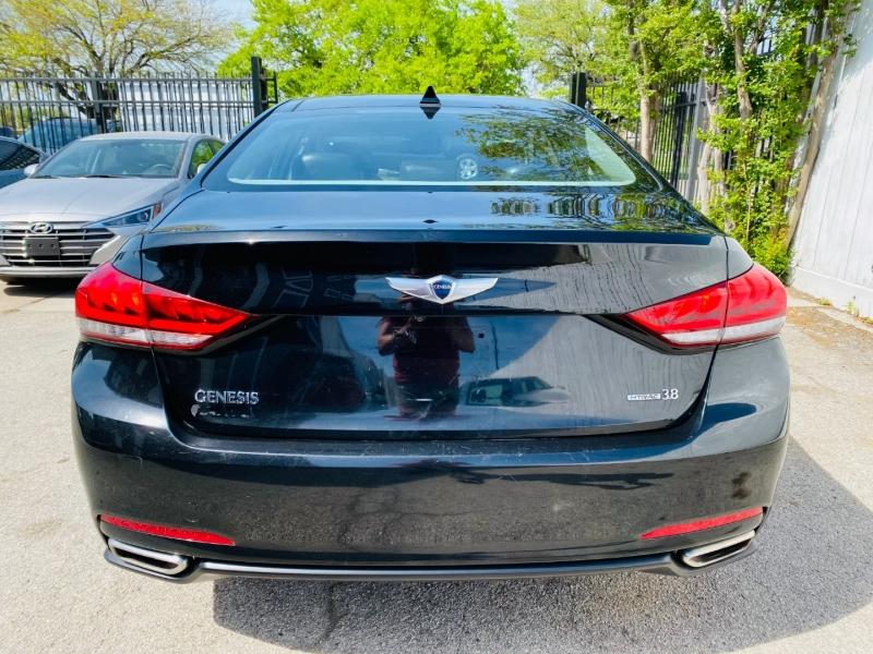 Hyundai Genesis Sedan 2015 price $12,995