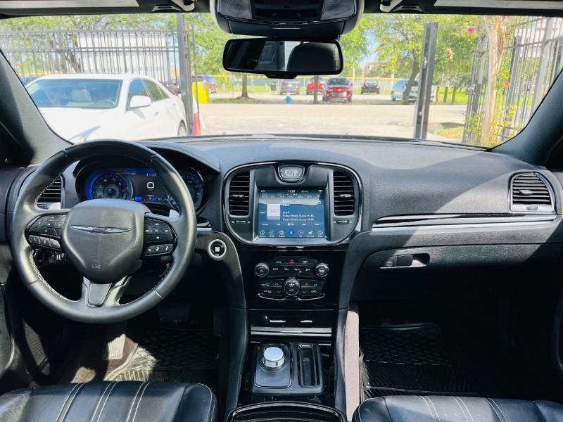 Chrysler 300 2018 price $19,995