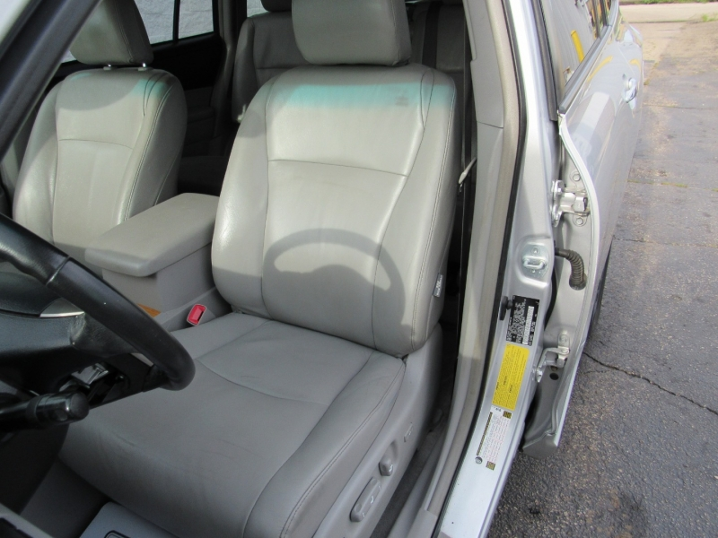 Toyota Highlander Hybrid 2008 price $10,995