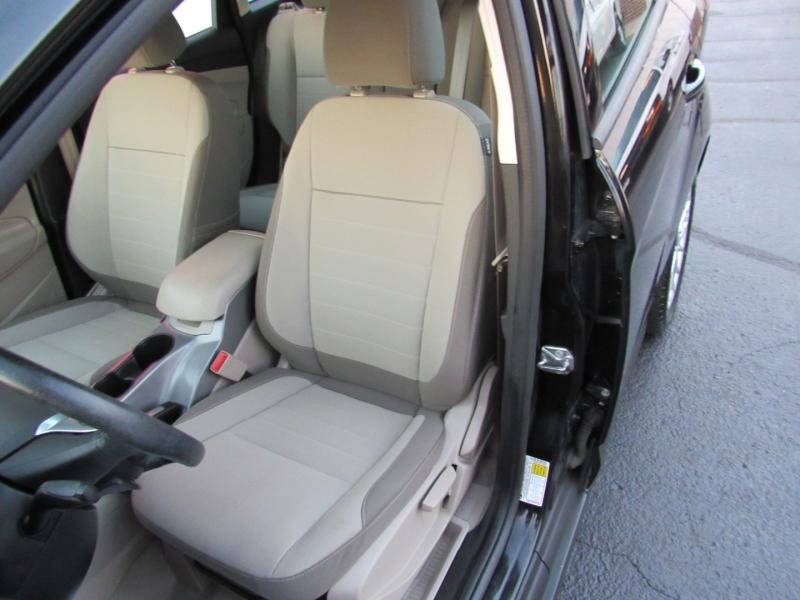 Ford C-Max Hybrid 2015 price $10,995