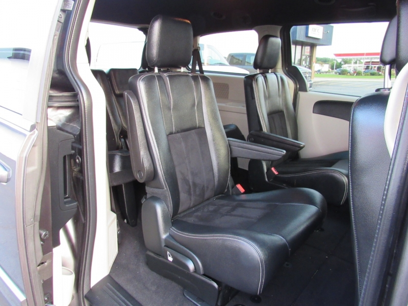 Dodge Grand Caravan 2017 price $16,995