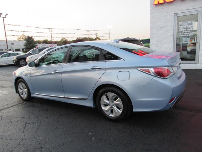 Hyundai Sonata Hybrid 2015 price $14,995