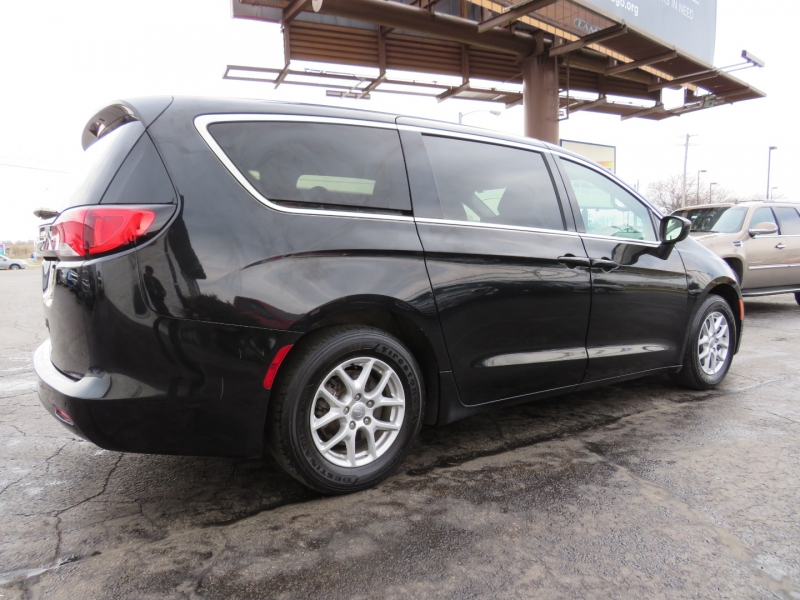 Chrysler Pacifica 2018 price $16,995