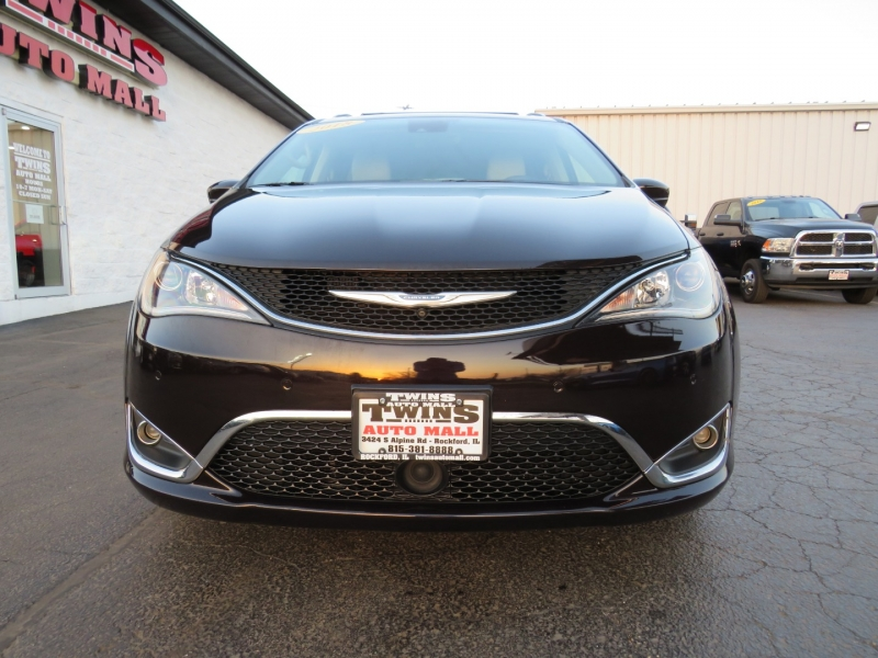 Chrysler Pacifica 2018 price $23,995