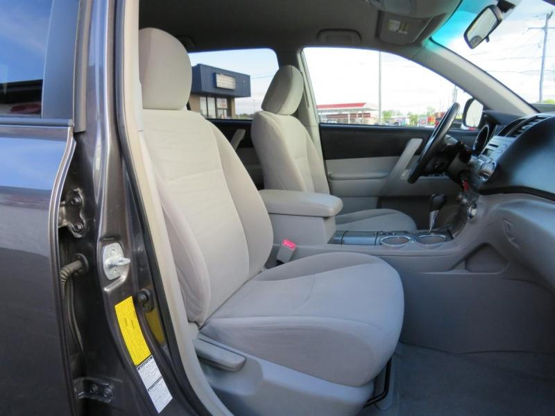 Toyota Highlander 2008 price $8,995