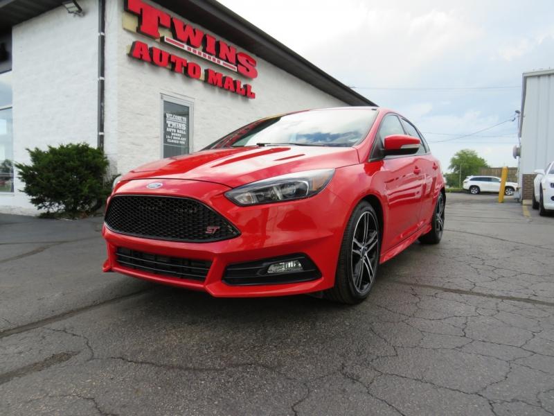 Ford Focus 2017 price $17,995