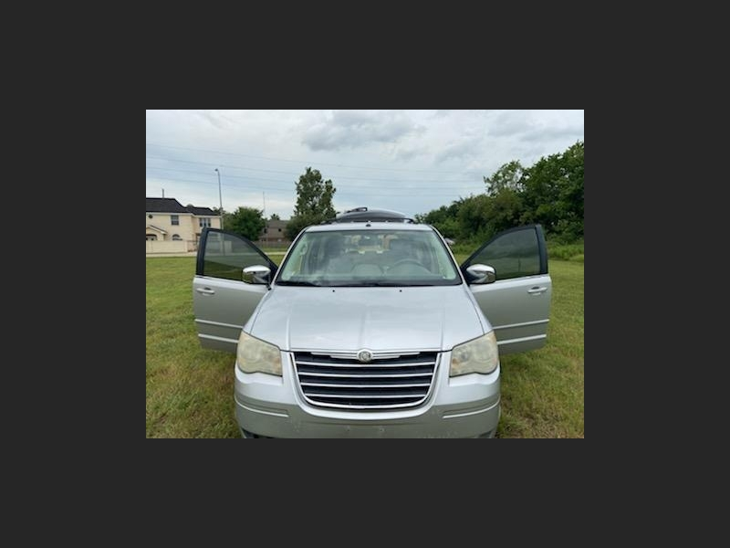 Chrysler Town & Country 2008 price $5,695