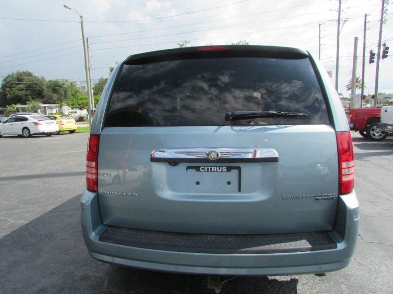 CHRYSLER TOWN & COUNTRY 2010 price $8,995