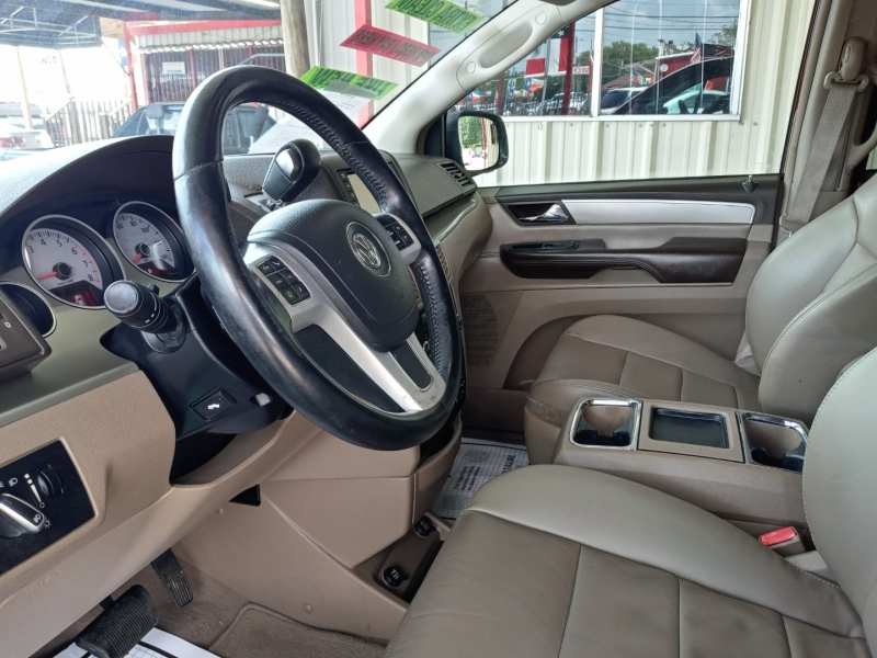 Volkswagen Routan 2012 price $8,995