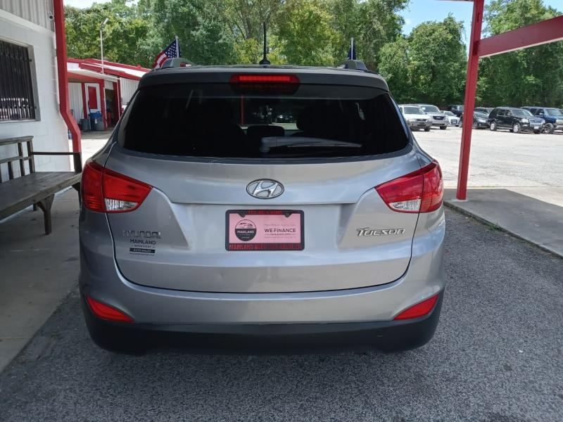 Hyundai Tucson 2011 price $8,995