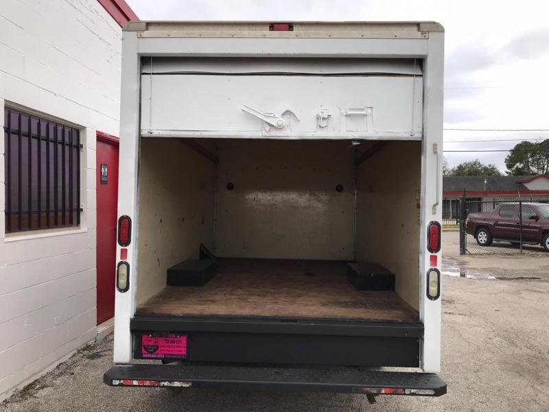 GMC Savana Cutaway 2009 price $12,500