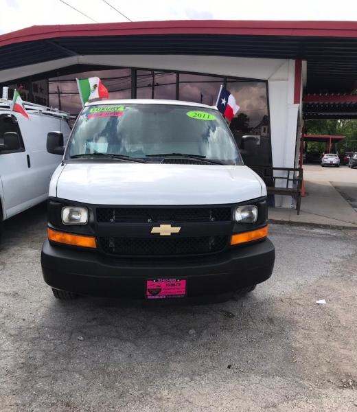 Chevrolet Express Cargo Van 2011 price $13,500