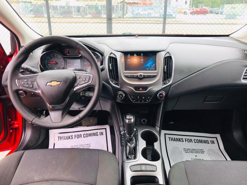 Chevrolet Cruze 2018 price $8,995
