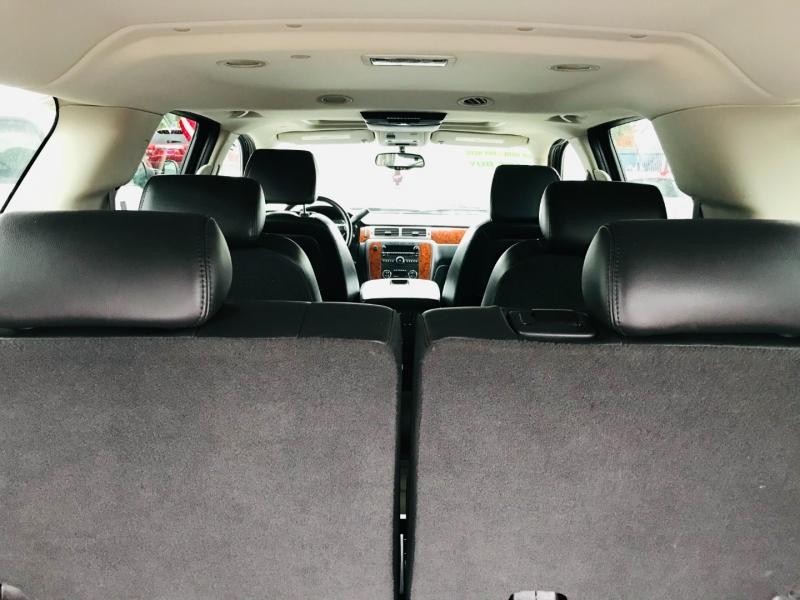 Chevrolet Suburban 2007 price $11,995
