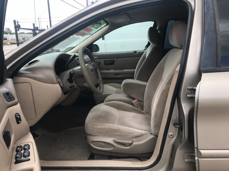 Ford Taurus 2004 price $3,500