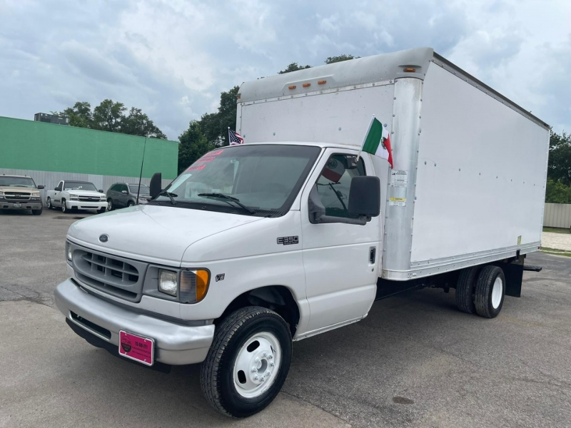 Ford Econoline Commercial Cutaway 2002 price $13,995