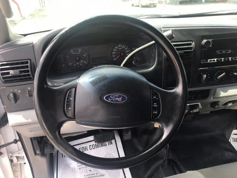 Ford Super Duty F-350 DRW 2005 price $11,995