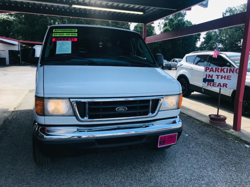 Ford Econoline Wagon 2007 price $9,995