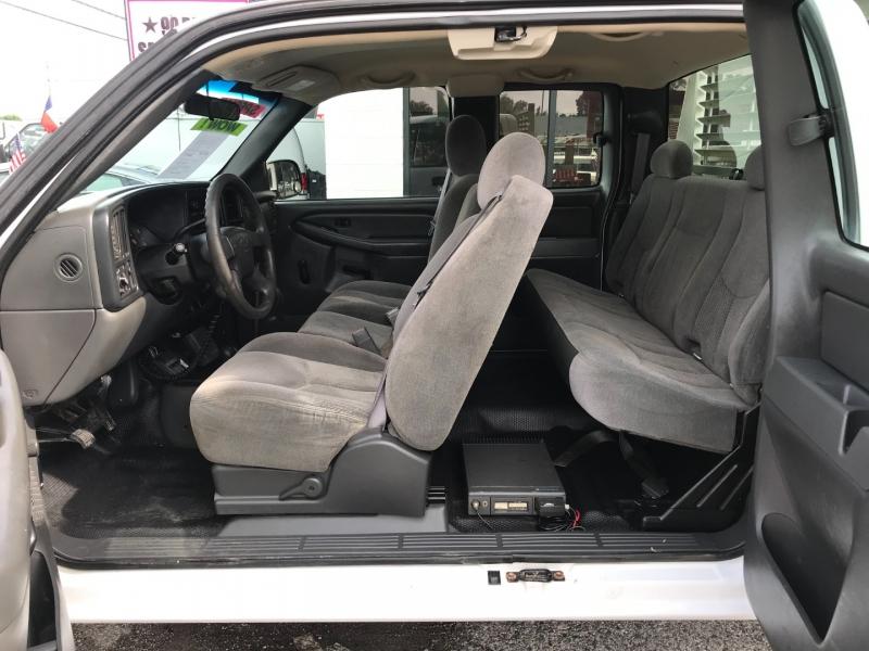 Chevrolet Silverado 2500HD 2005 price $10,995
