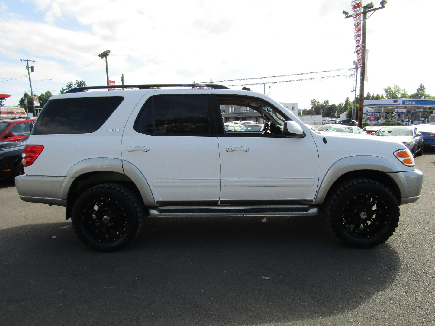 2002 toyota sequoia 4dr sr5 4x4 white 1 owner lifted big wheels tires so sharp volstice auto dealership in milwaukie 2002 toyota sequoia 4dr sr5 4x4