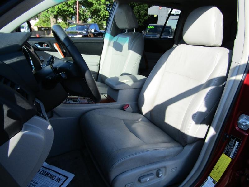 Toyota Highlander 2008 price $12,977
