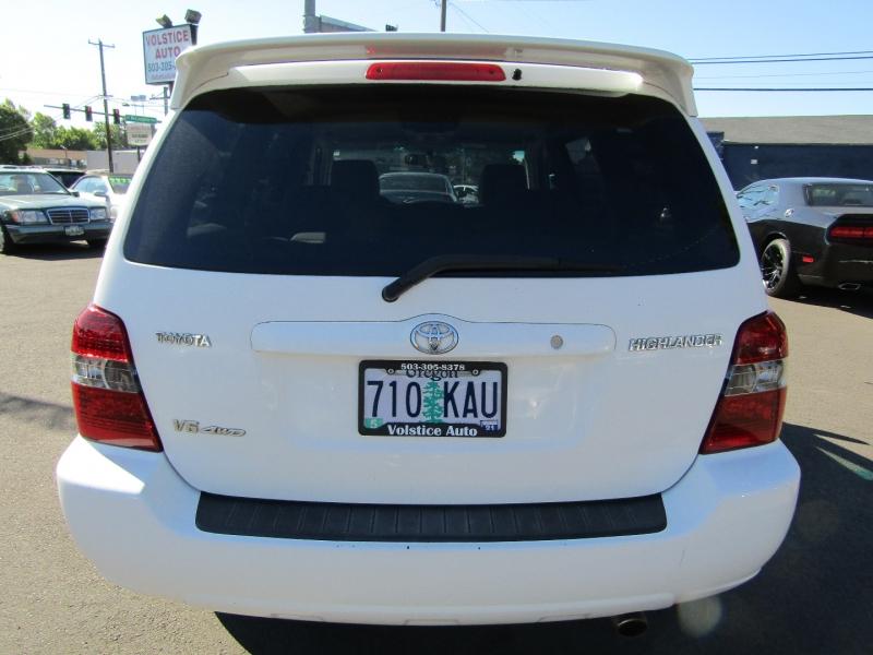 Toyota Highlander 2004 price $8,977