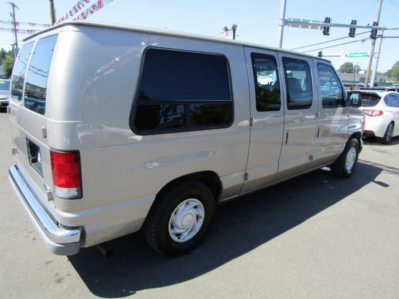 Ford Econoline Cargo Van 2001 price $14,977