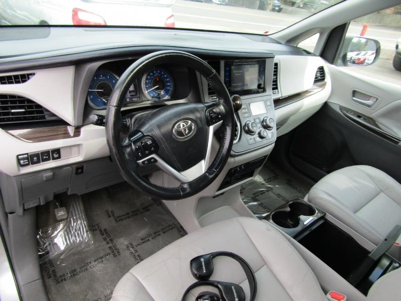 Toyota Sienna 2015 price $22,977