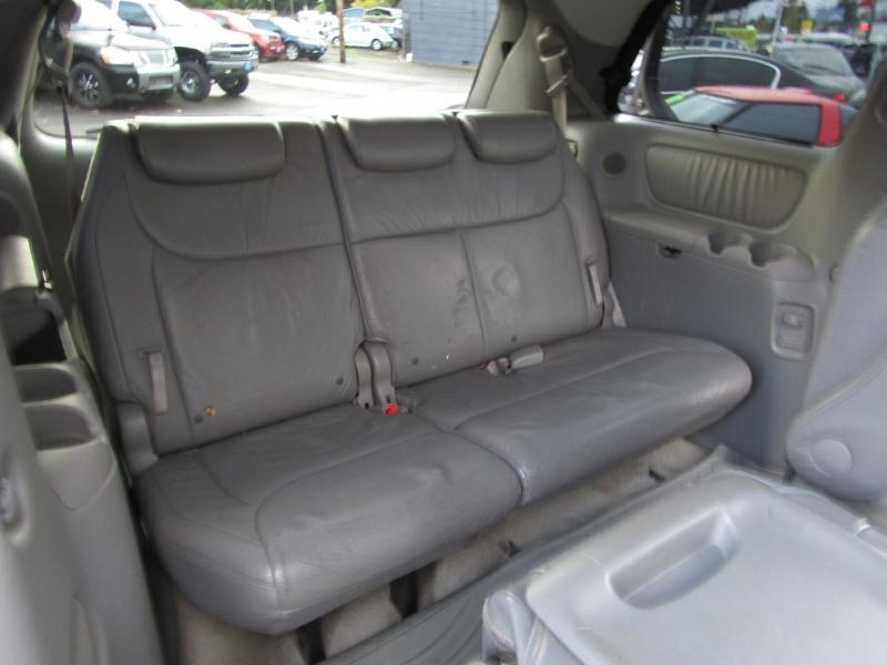 Toyota Sienna 2006 price $6,977