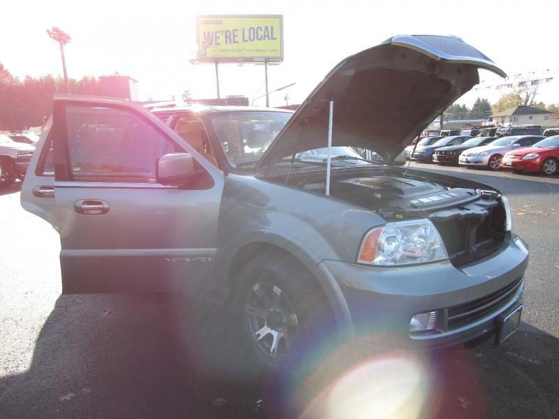 Lincoln Navigator 2006 price $6,977