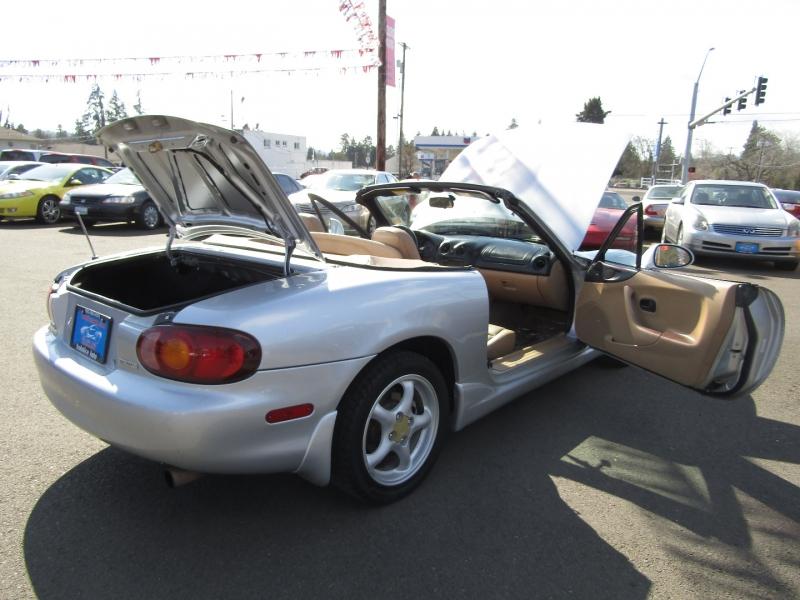 Mazda MX-5 1999 price $7,977