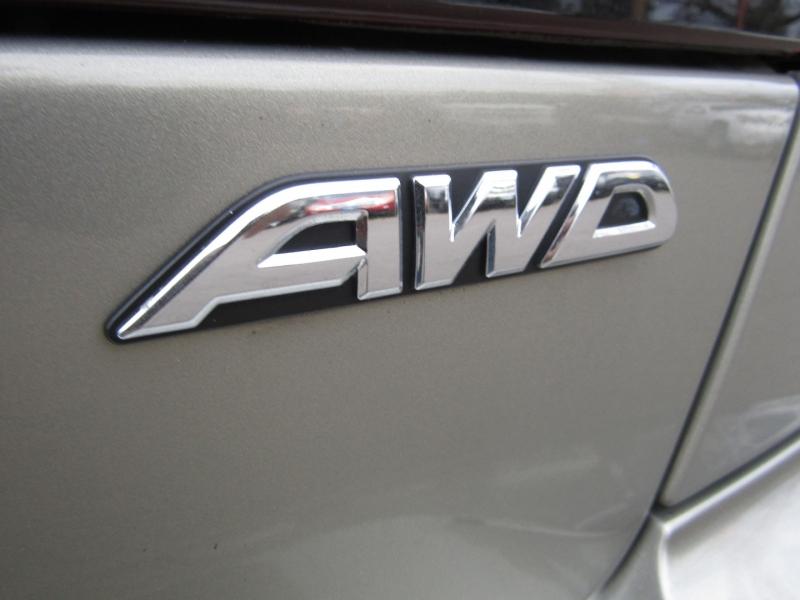 Subaru Legacy Sedan 2000 price $3,977