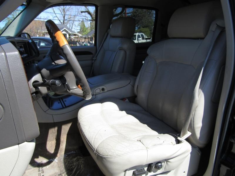 Cadillac Escalade EXT 2002 price $11,977