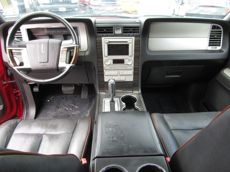 Lincoln Navigator 2007 price $9,977