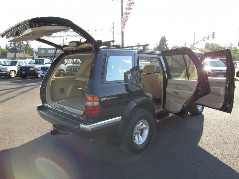 Nissan Pathfinder 1998 price $3,977