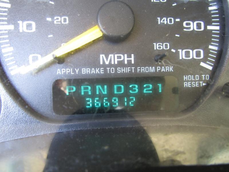 Chevrolet Suburban 2001 price $3,977