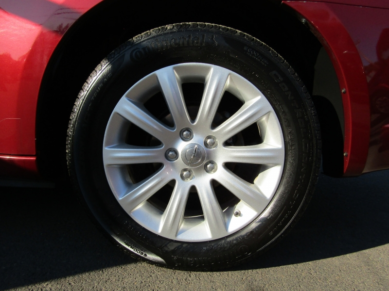 Chrysler 200 2011 price $8,977