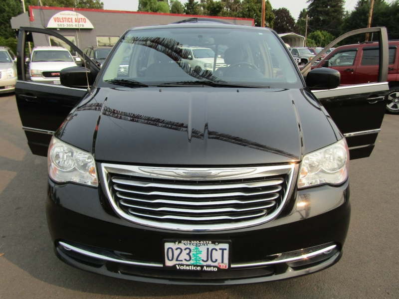 Chrysler Town & Country 2014 price $8,977