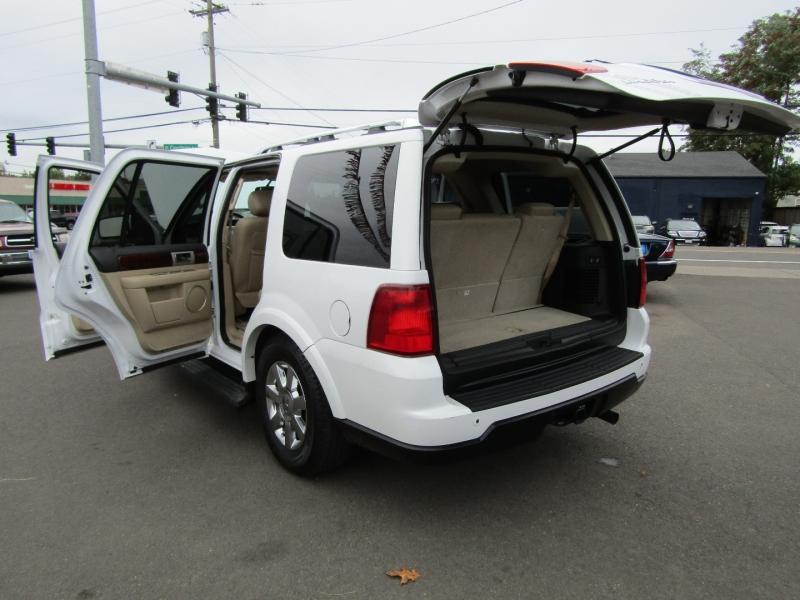 Lincoln Navigator 2005 price $7,477