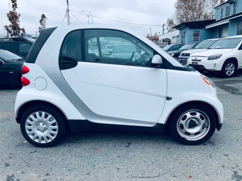 Smart fortwo 2011 price $4,900