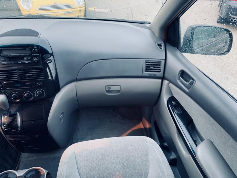 Toyota Sienna 2005 price $6,900
