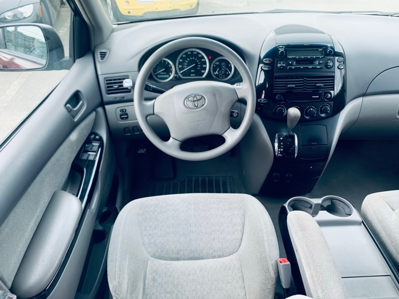 Toyota Sienna 2004 price $6,900