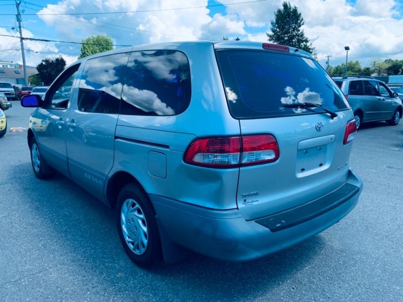 Toyota Sienna 2002 price $3,900