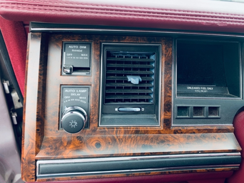 Lincoln Town Car 1991 price $5,900