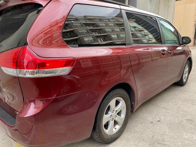 Toyota Sienna 2013 price $9,199