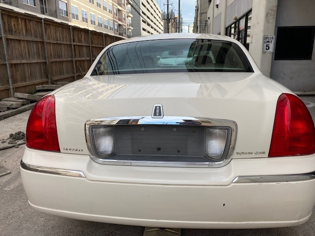 Lincoln Town Car 2007 price $4,799