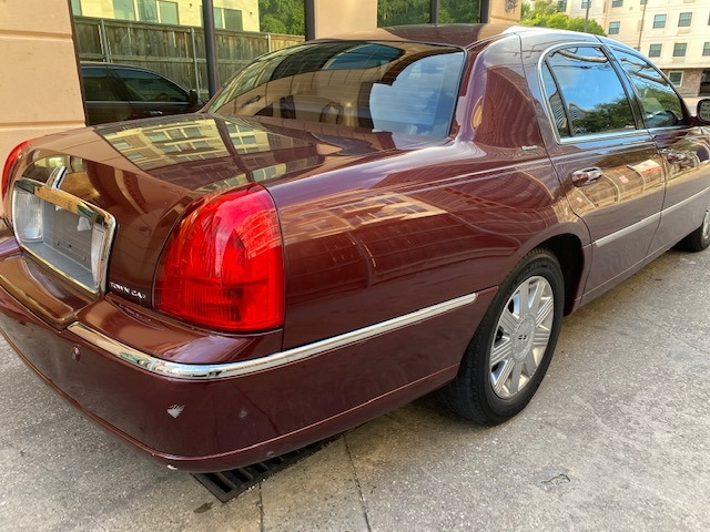 Lincoln Town Car 2004 price $5,999