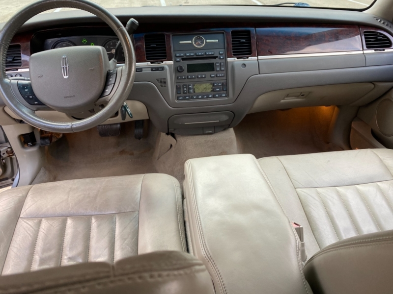 Lincoln Town Car 2007 price $6,999